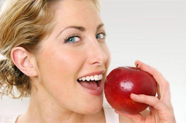 Ένα μήλο την ημέρα, τον… οδοντίατρο
